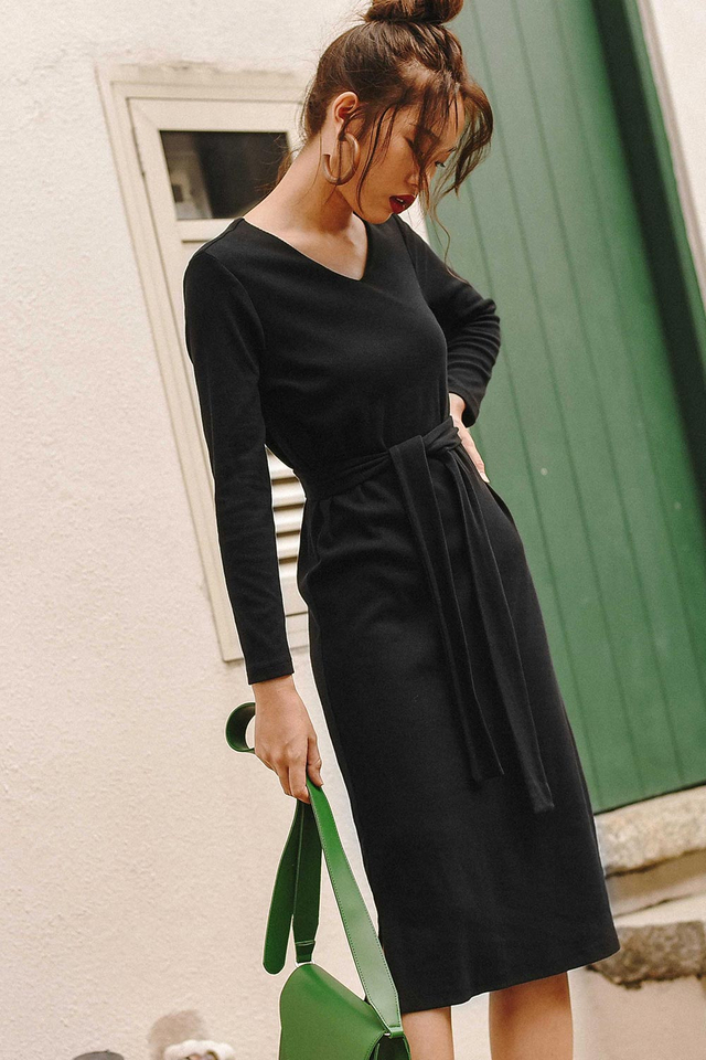 KARI SASHED MIDI IN BLACK