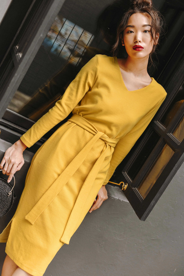 KARI SASHED MIDI IN YELLOW