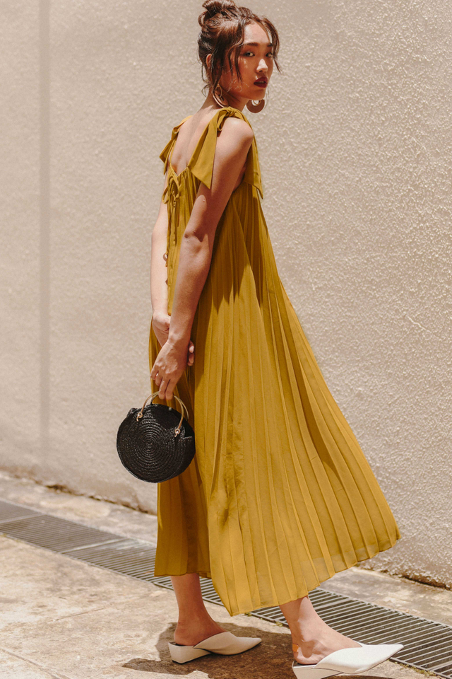 MONIQUE PLEAT MAXI IN MUSTARD