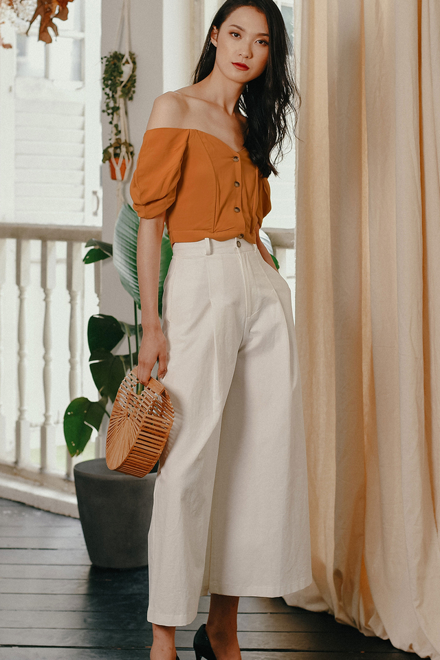 BELLA OFF SHOULDER TOP IN APRICOT