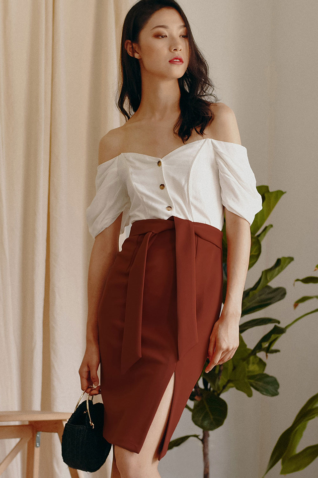 KYRA SASH SKIRT IN MAPLE BROWN