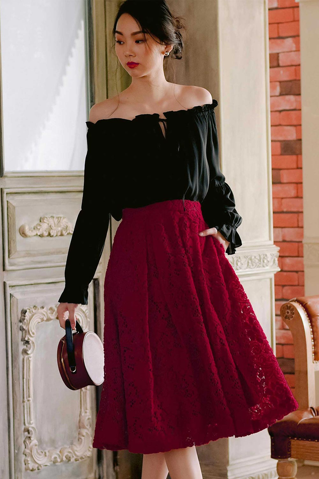 AVA PLEAT MIDI IN RED