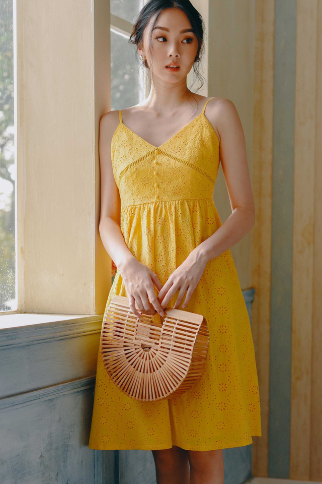 QUEENIE EYELET MIDI IN YELLOW