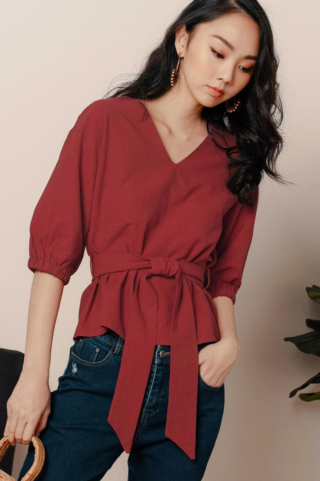 ARI SASH TOP IN ROSE RED