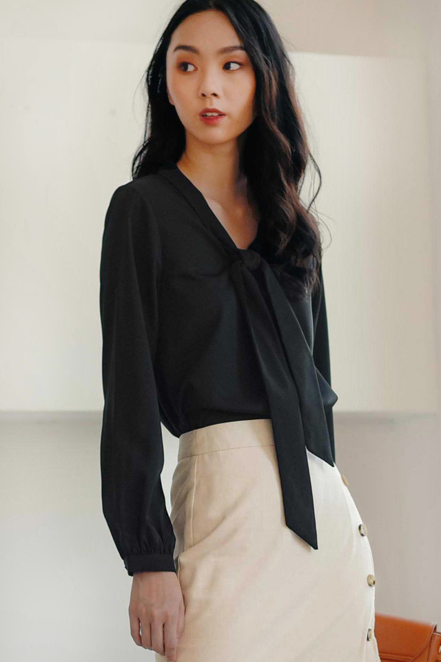 ARETHA TOP IN BLACK