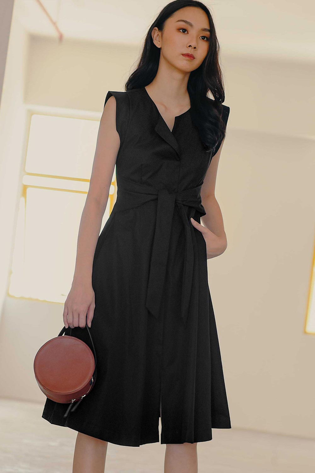 REID SASH DRESS IN BLACK