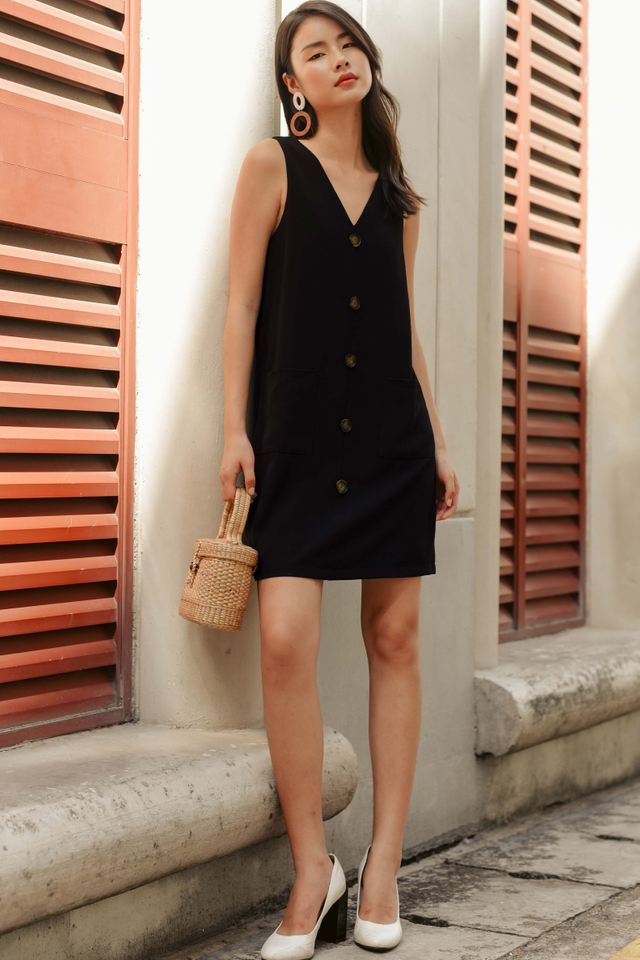 FLYNN POCKET DRESS IN BLACK