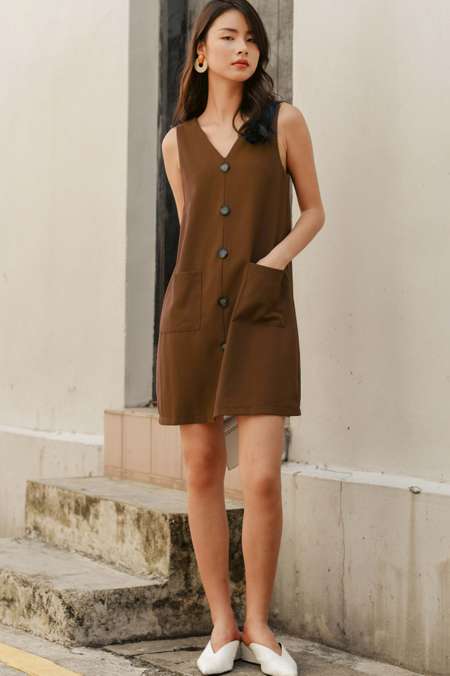 FLYNN POCKET DRESS IN TOFFEE