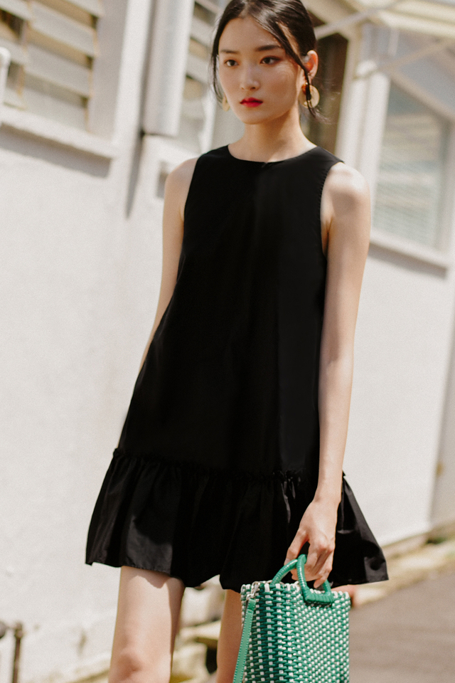 GILL DRESS IN BLACK