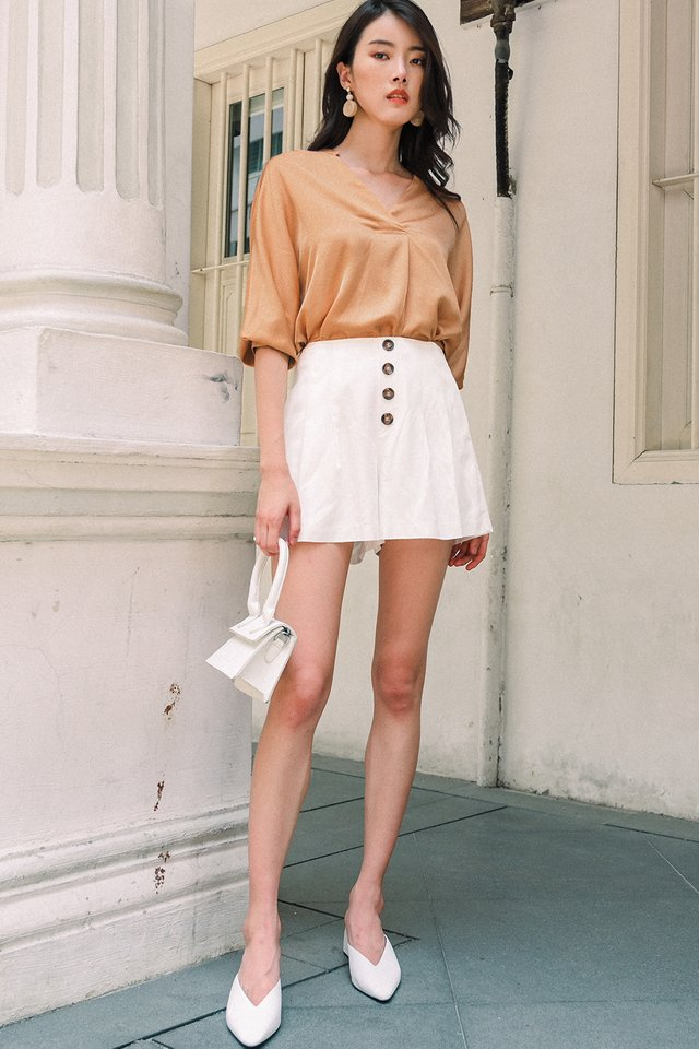 ATHENA SATIN TOP IN APRICOT
