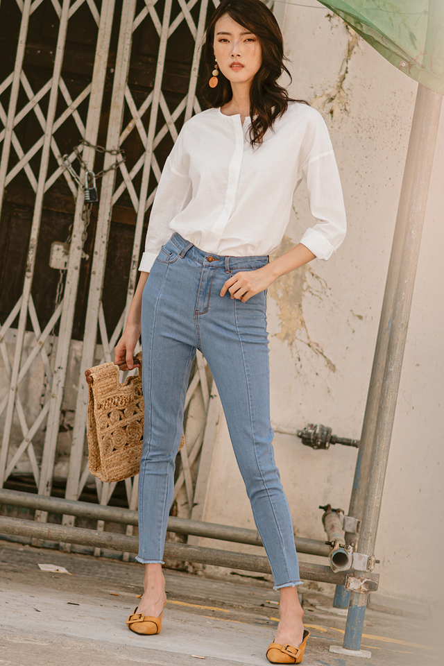 EDIE JEANS IN LIGHT WASH