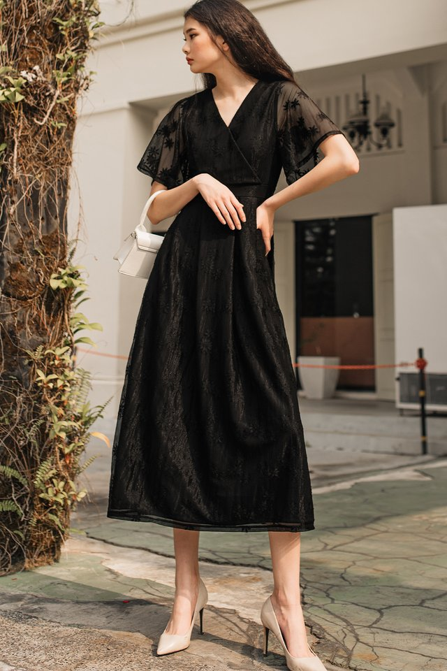 BRANDI LACE MAXI IN BLACK