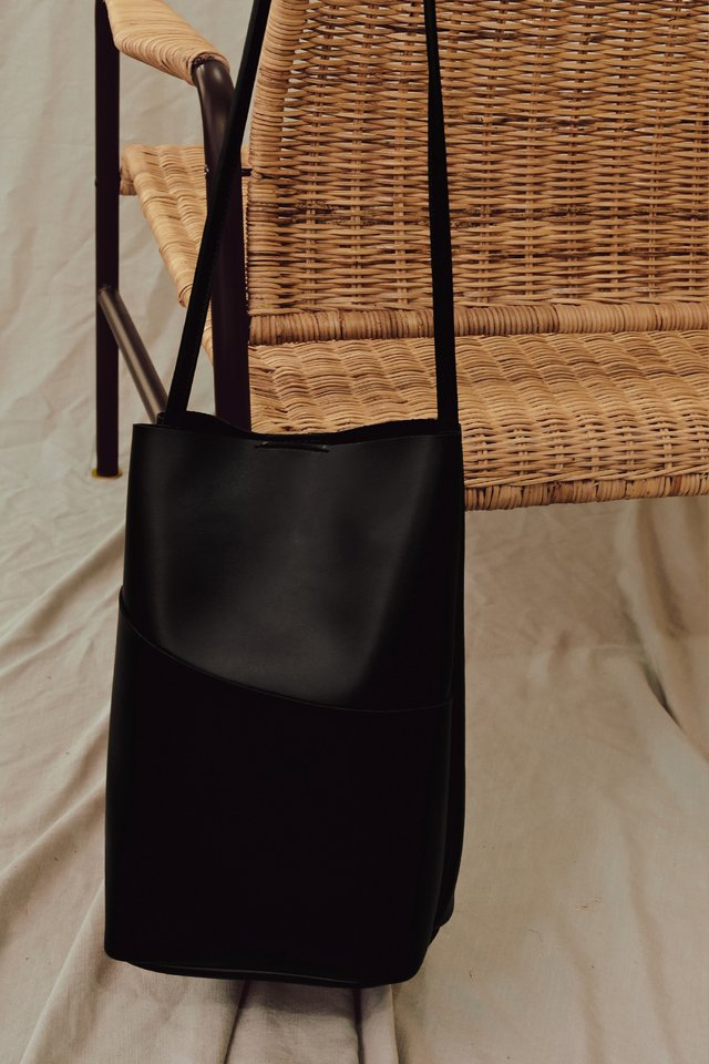 GLENDA SLING IN BLACK