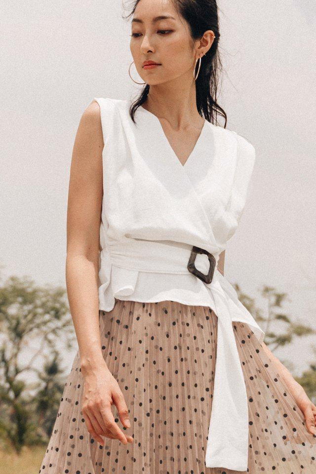 SHANTEL BUCKLE TOP IN WHITE