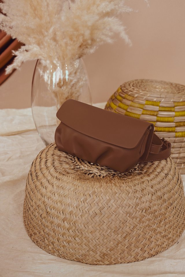 EWALD SLING WAIST POUCH IN BROWN