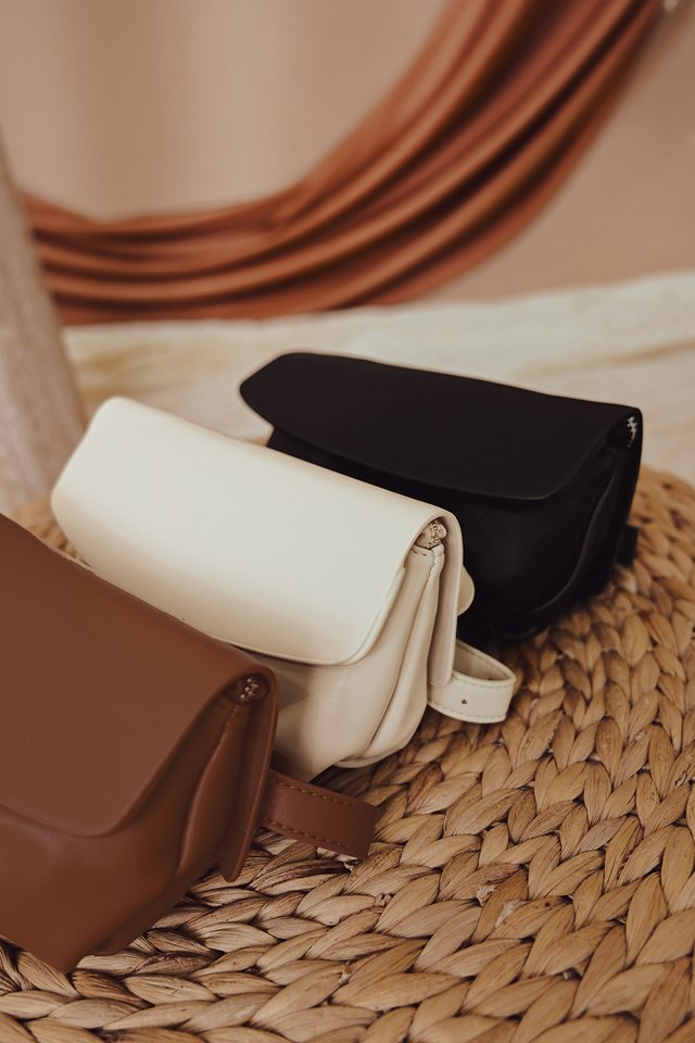 EWALD SLING WAIST POUCH IN CREAM