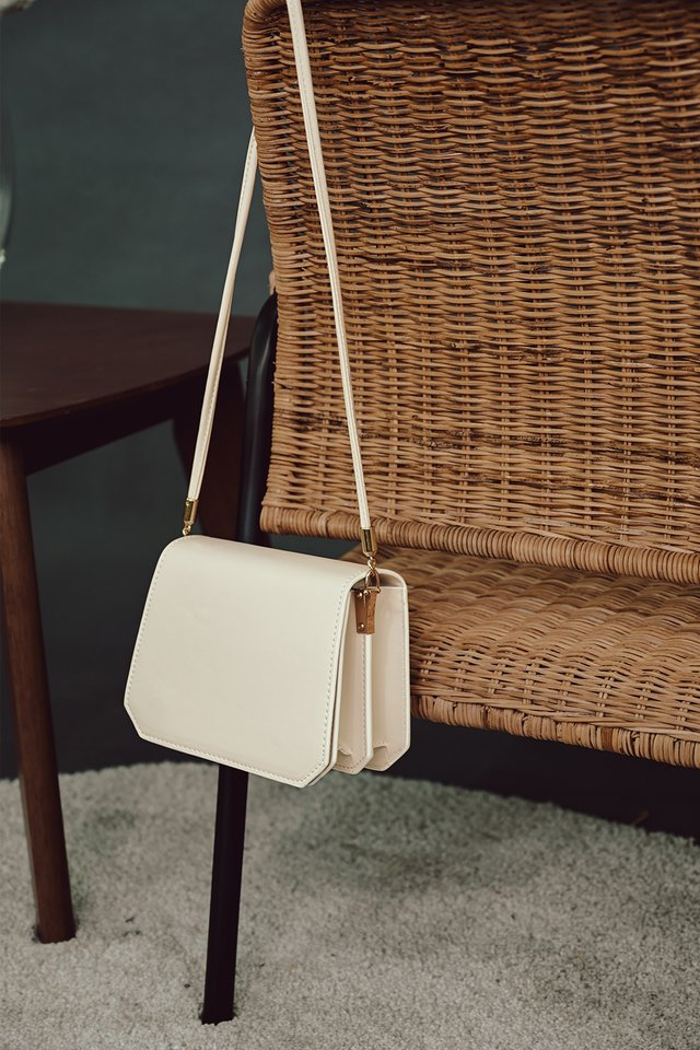 ORALEY BOX SLING IN CREAM