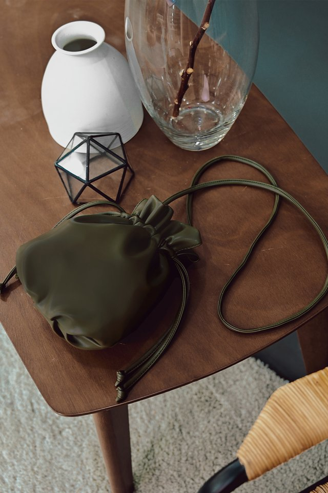 OTHELLO DRAWSTRING SLING IN OLIVE