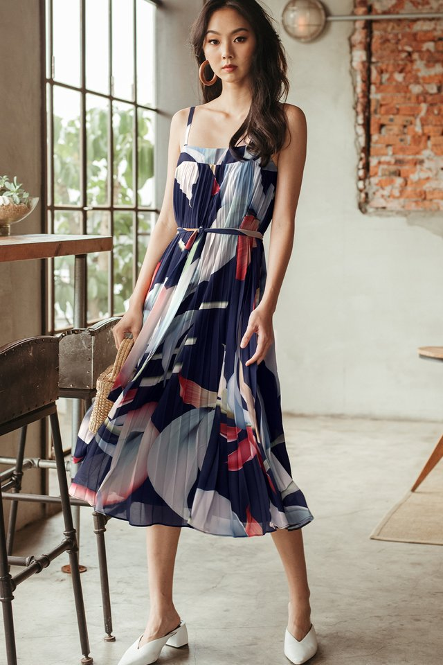 *BACKORDER 2* AUDELIA FLORAL MAXI IN NAVY