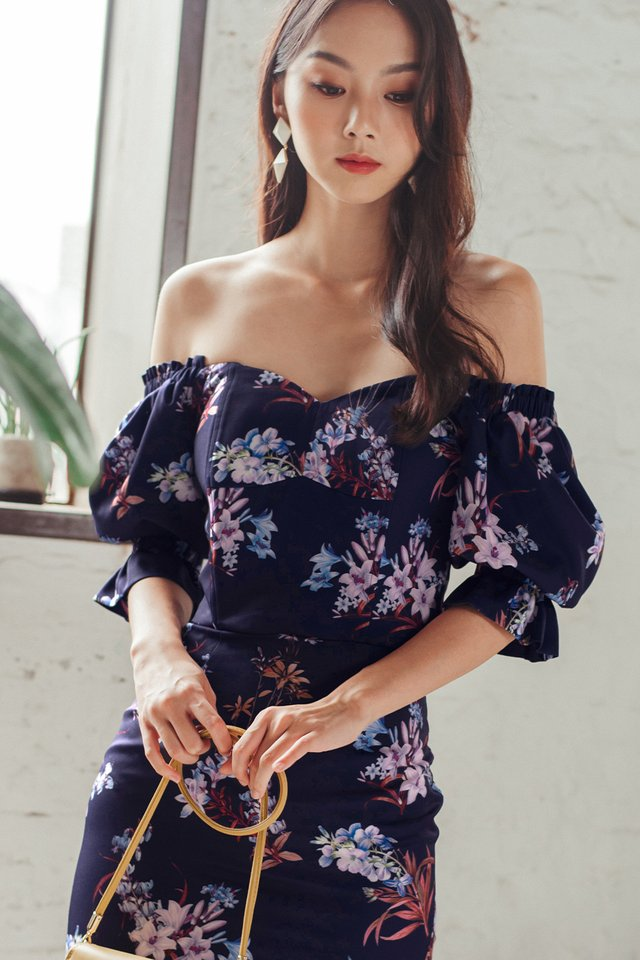 BERTHA FLORAL TOP IN NAVY