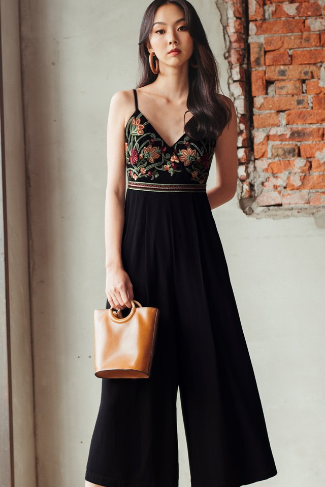 *BACKORDER 2* DANIA EMBROIDERY JUMPSUIT IN BLACK