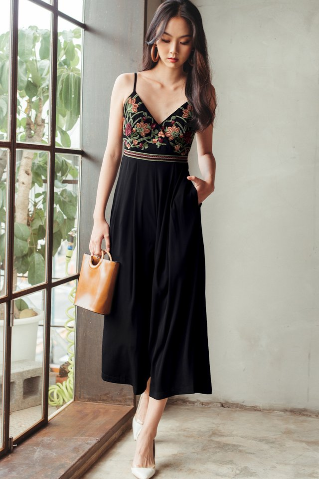 *BACKORDER* DANIA EMBROIDERY JUMPSUIT IN BLACK