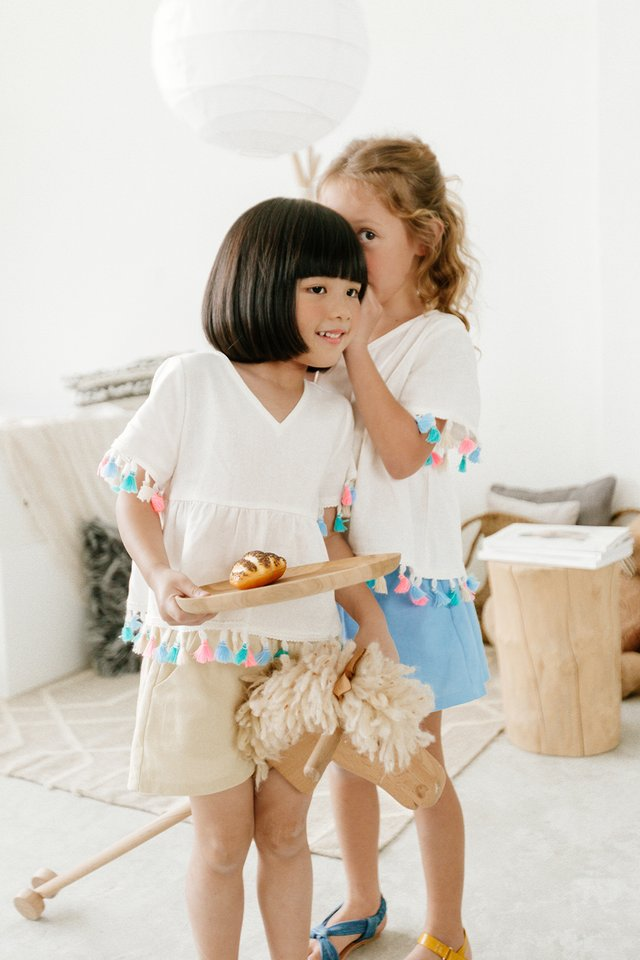 *KIDS* BOW SHORTS IN ECRU