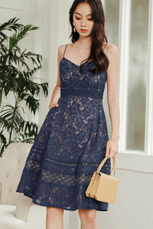 HARLEY APPLIQUE LACE MIDI IN GUN