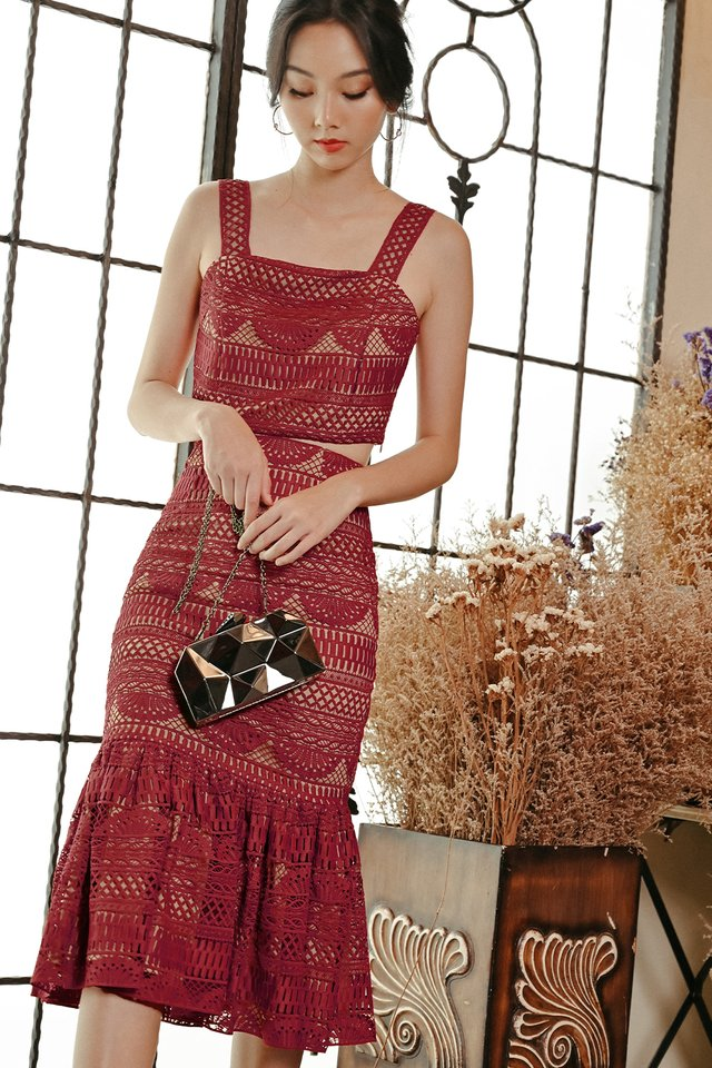 VINO CROCHET MIDI IN ROSE RED