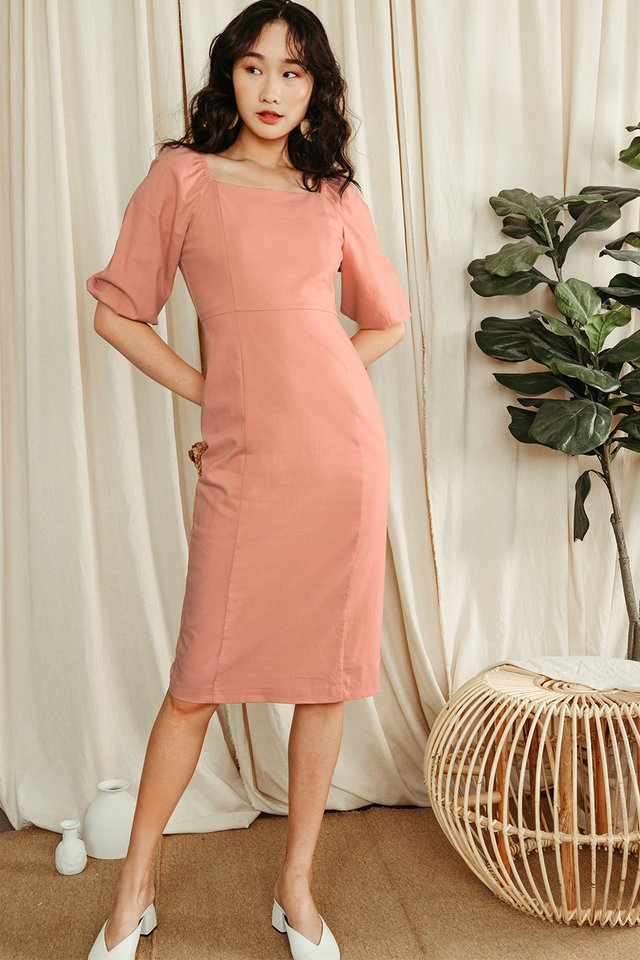 ISSA SHEATH MIDI IN PEACH PINK