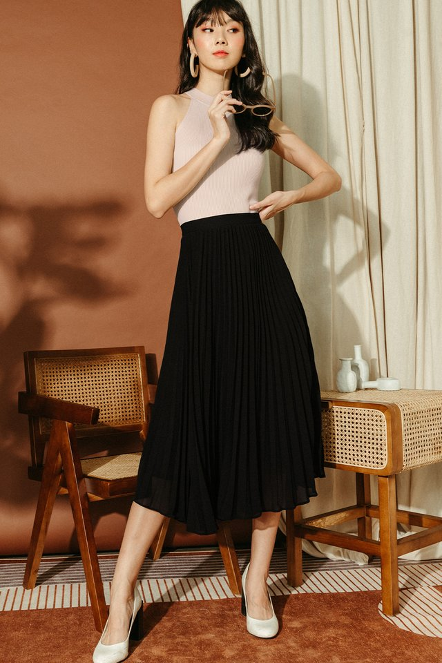 AUDELIA PLEAT SKIRT IN BLACK