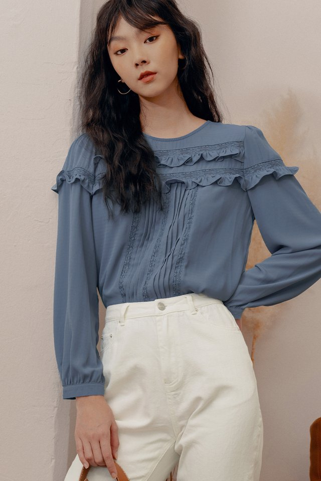 LILLA TOP IN BLUE