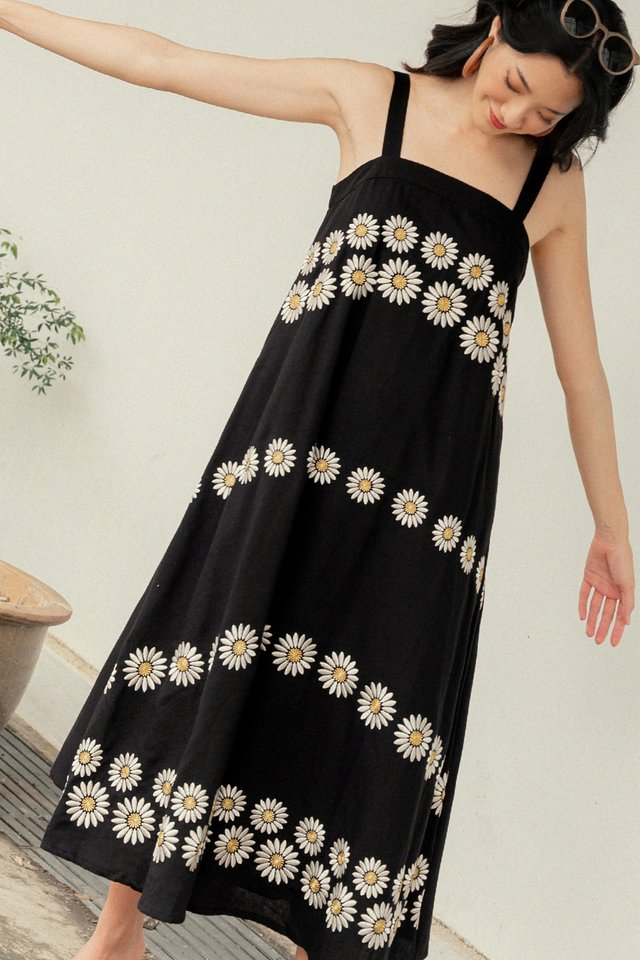 DAISIES EMBROIDERY MAXI IN BLACK