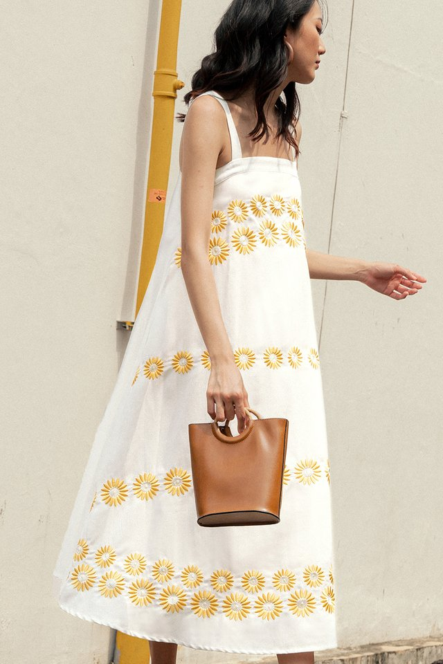 DAISIES EMBROIDERY MAXI IN WHITE