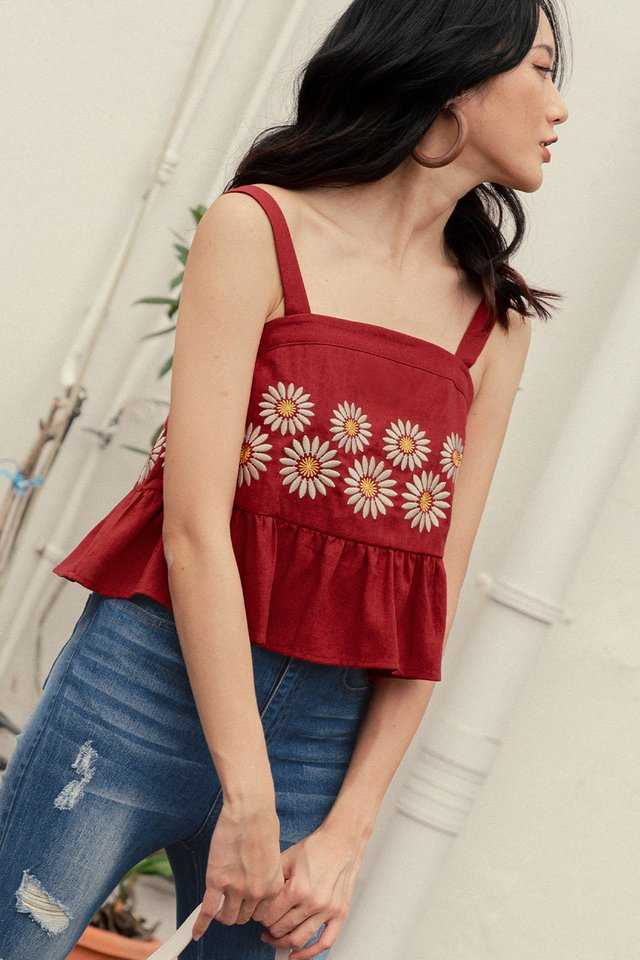 DAISIES EMBROIDERY TOP IN ROSE RED (XL)