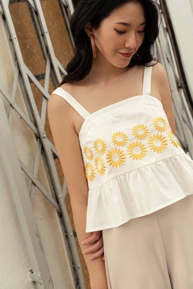 DAISIES EMBROIDERY TOP IN WHITE