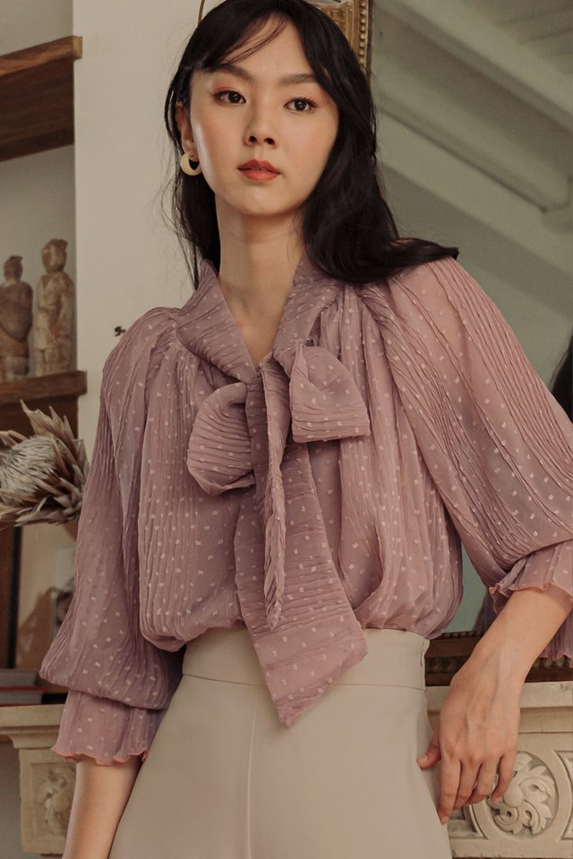 *BACKORDER* MADDOX CREPE TOP IN DUSK PINK