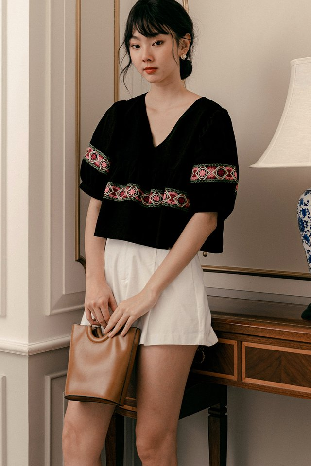 KAITO EMBROIDERY BABYDOLL TOP IN BLACK