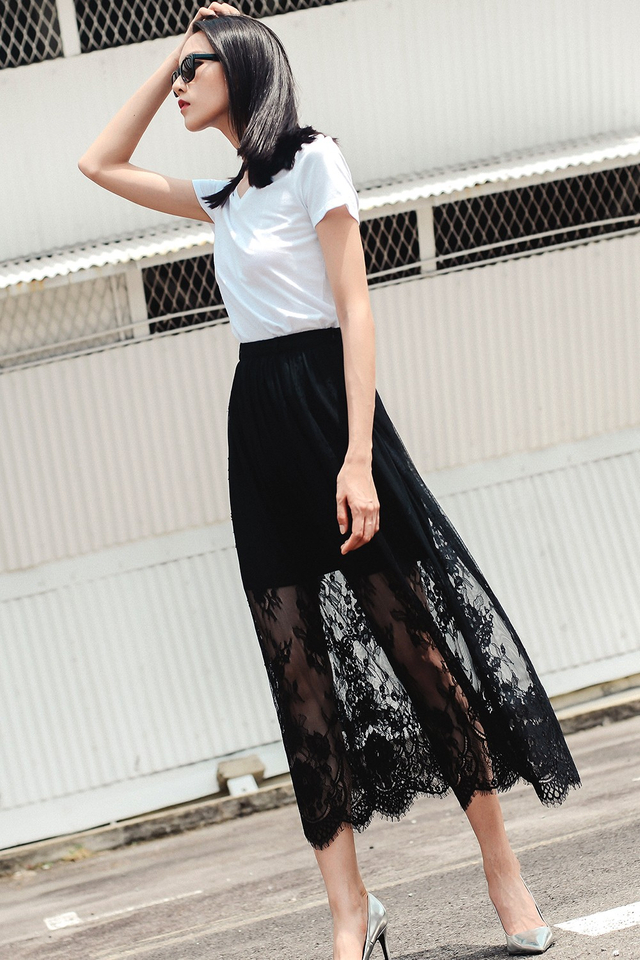 *BRIDGE* GENEVA LACE MAXI IN BLACK