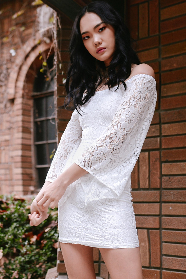 *BRIDGE* KYLA LACE DRESS IN WHITE