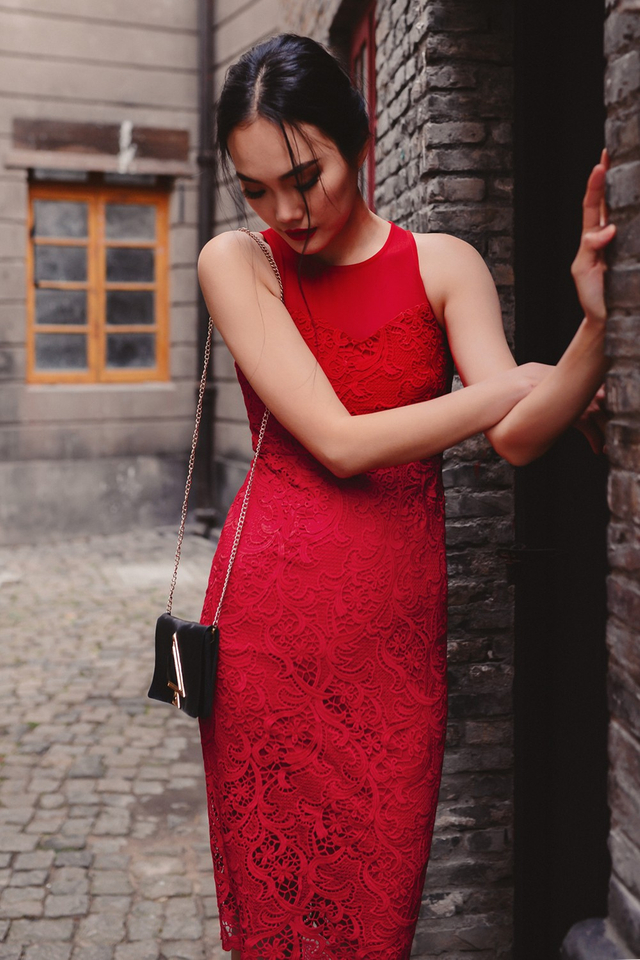 *BRIDGE* ELROY CROCHET MIDI IN RED