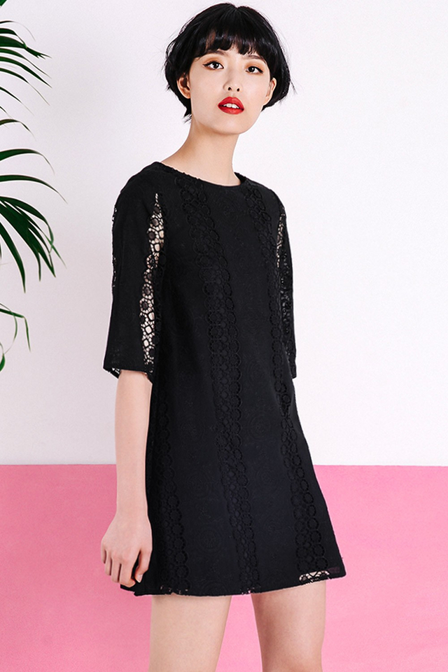 ANTOINETTE CROCHET DRESS IN BLACK