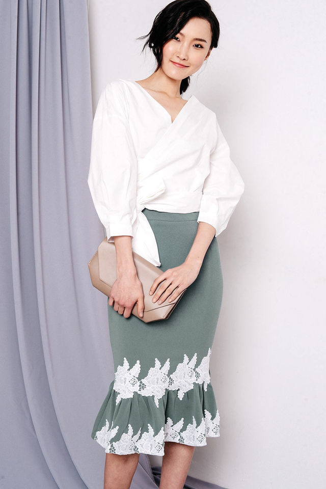 CARRYN APPLIQUÉ SKIRT IN SEAFOAM
