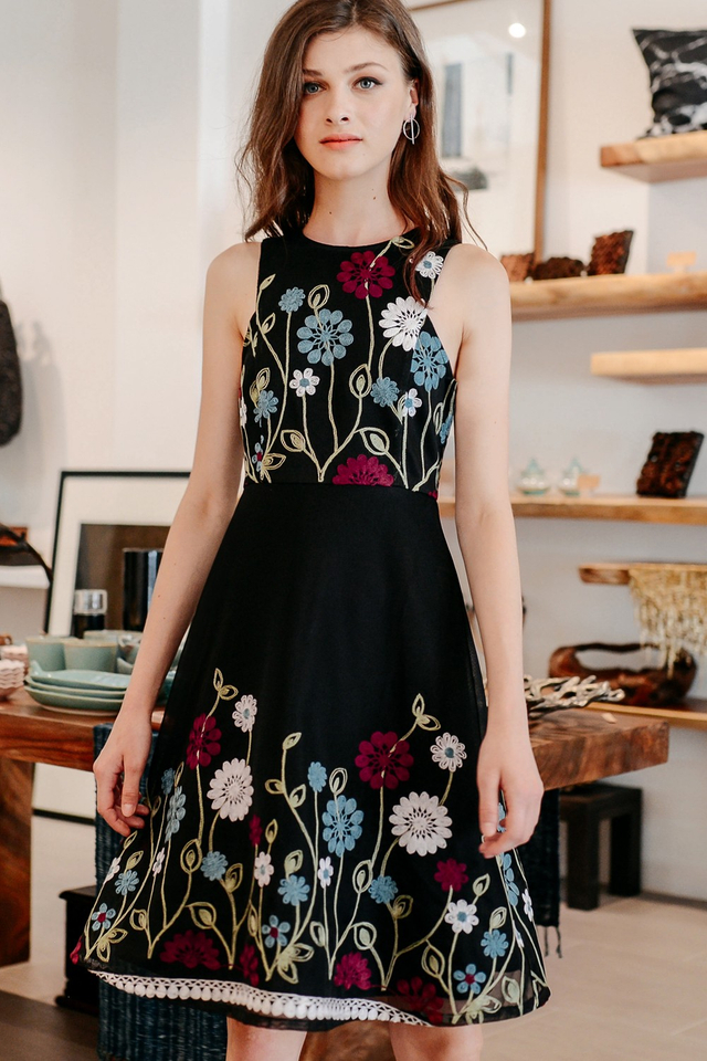 OREGON EMBROIDERY DRESS IN BLACK