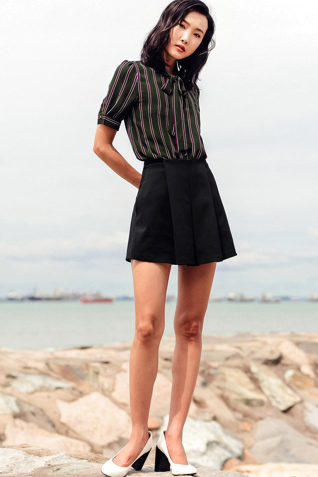 CARLES PLEATED SKORTS IN BLACK