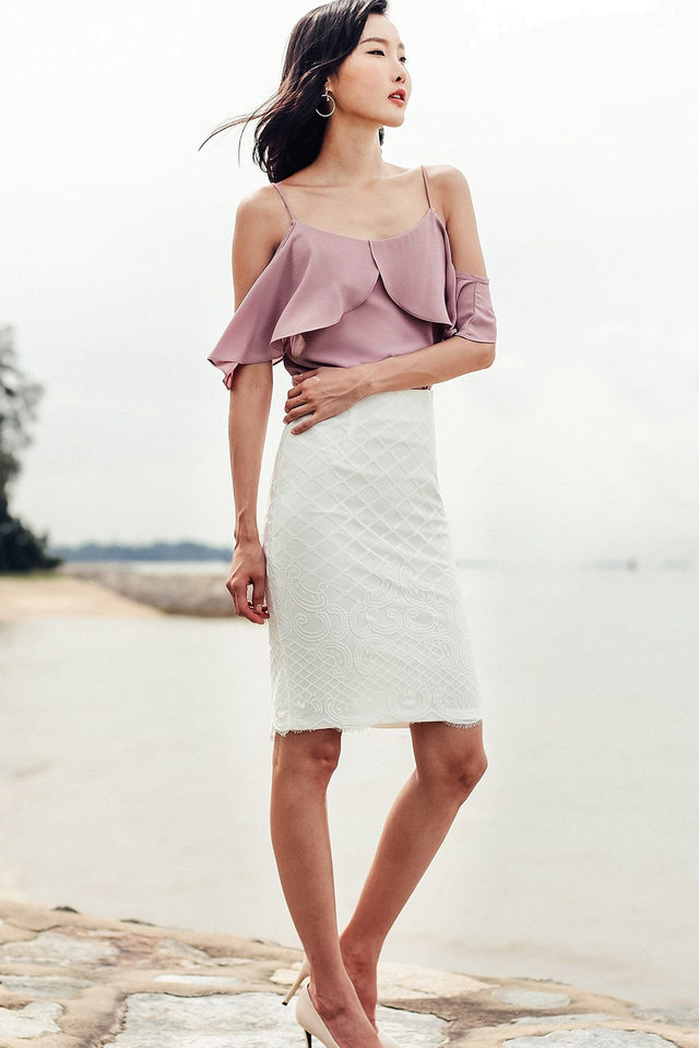 GALE LACE SKIRT IN WHITE