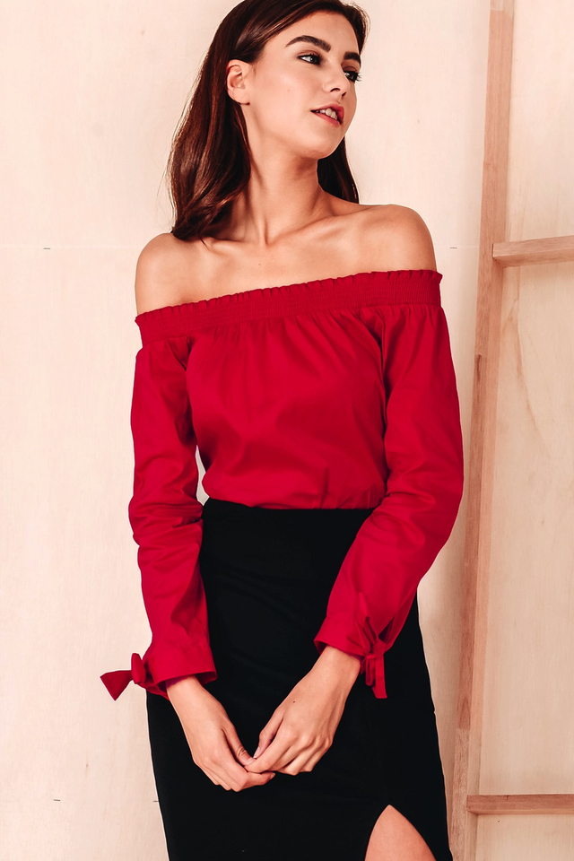 ZIA OFF SHOULDER TOP IN RED