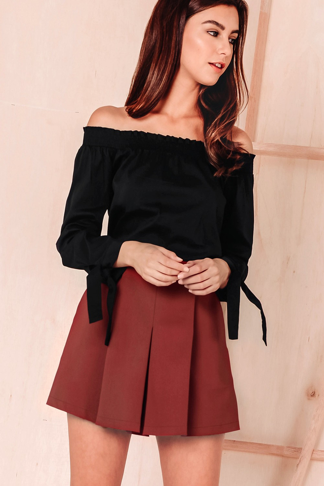 ZIA OFF SHOULDER TOP IN BLACK