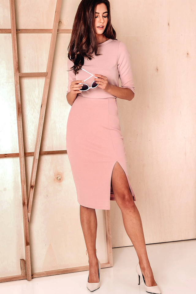 LEVIN RIBBED SKIRT IN PINK