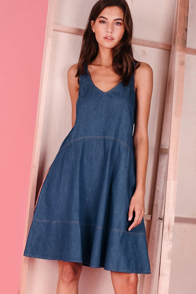 DEANNE DENIM DRESS IN MID WASH